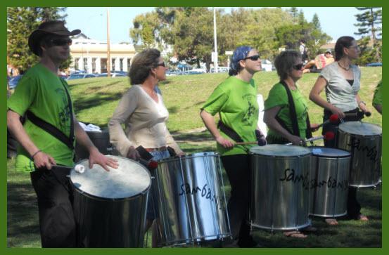 35_01_Park_drummers